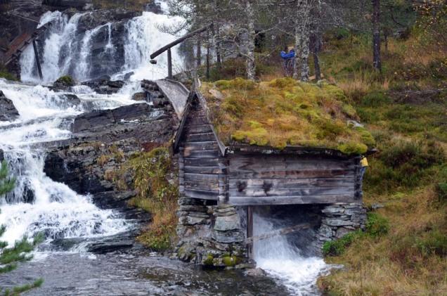 Gammalt kvernhus på Skor i Hyllestad