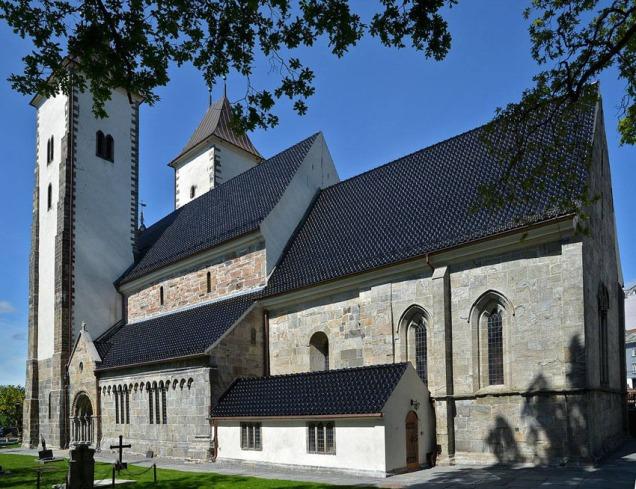 Mariakyrkja i Bergen, frå 1100-talet, då både kyrkjebygging og kvernsteinshogging var på topp.