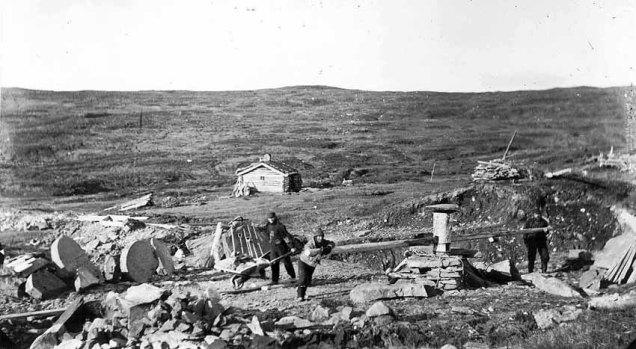 Kvernsteinsbrot på høgfjellet i Selbu i 1886. Foto frå Selbu kommunes heimeside