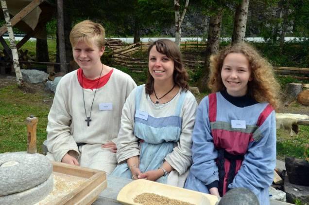 Her er nokre av våre vertar og omvisarar i 2016. Gode unge folk! Det er tradisjon i Kvernsteinsparken at skuleungdom med topp kvalifikasjonar tar deg med på tur!