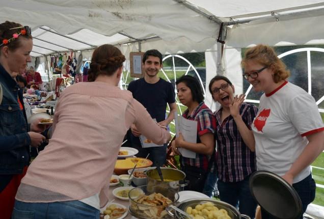 Kvernsteinsmarknaden 2015. God mat frå Romania!