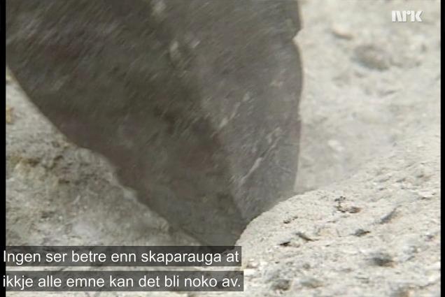 Frå Norge Rundt på NRK i 1991. Om kvernsteinsdrifta i Hyllestad i lys av eit gigantisk arkeologisk funn: Dei 500 steinane som vart funne i Alverstraumen ved Bergen.
