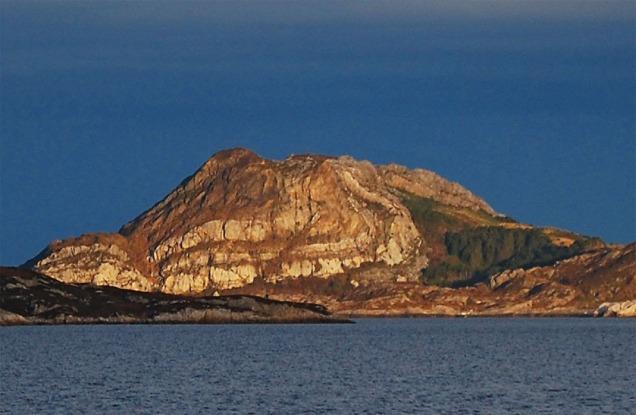 Brurastakken på Atløyna i Askvoll: Noregs finaste fold. Vil verte eit ikon i ein UNESCO Global Geopark i HAFS.