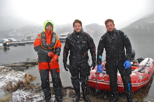 Lagbilete i snoen! Frå venstre: Eirik Herdlevær, Thomas Bjørkeland og Tord Kristian Karlsen frå Bergens Sjøfartsmuseum.
