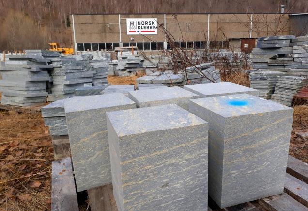 ...og så handla vi 8 tonn tilskoren kleberstein få lageret til Norsk Kleber på Otta... Foto: Per Storemyr