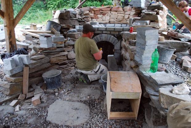 Chris Pennock frå Nidarosdomens restaureringsverkstad var ansvarleg for ombygginga av kalkomnen.