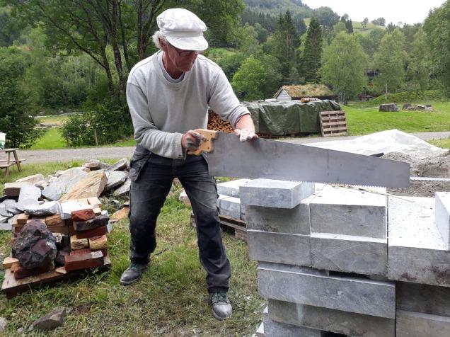Terje Berner skjer kleberstein på gamlemåten!