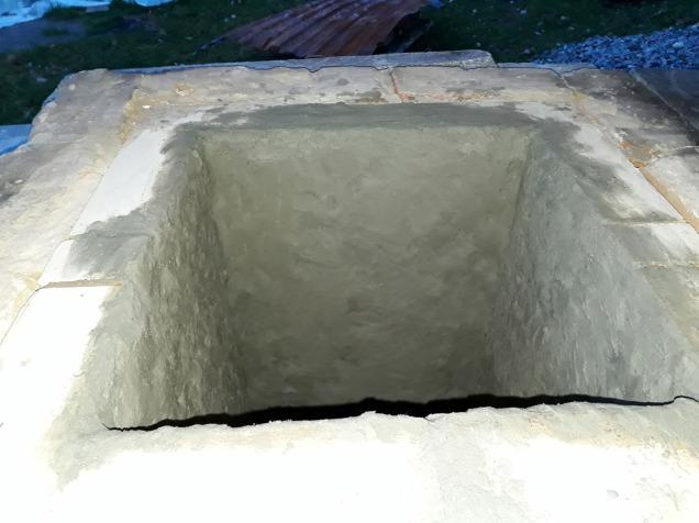 Reparasjon av den skadde kalkovnen med leireklining. Senere ble leirekliningen kalket i flere omganger