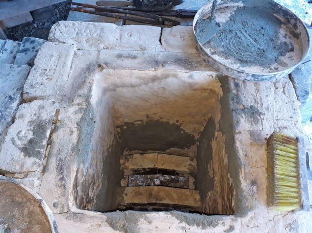 Reparasjon av kalkovnen før brenning