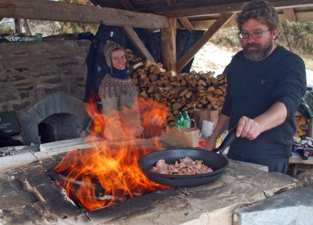 Lawrence lagar frukost på kalkomnen. Herleg!