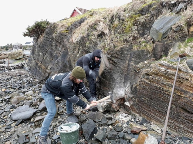 Bjørn og Lawrence bryt marmor på øya Talgje i Rogaland