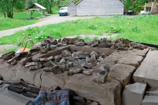 Den lille kalkovnen er på det nærmeste fylt med ca. 100 kg marmor