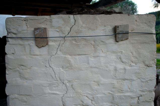 Vi fikk veldig lite oppsprekking i ovnen, og det hadde ikke vært nødvendig med ståltråd som forsterkning