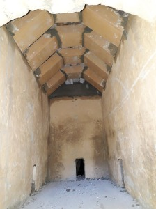 Et stort brennkammer med leireklinte og kalkslemma vegger
