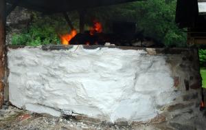 Kritthvit østersslemming på den brennende kalkovnen i Kvernsteinsparken