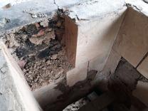 Vi måtte demontere den indre muren i front for å skifte ut den oppbrente buen under