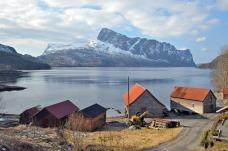 Frå buene i Gamle Hyllestad mot Lihesten. Foto: Per Storemyr
