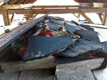 Vi murte ikke igjen toppen med mørtel ved den andre brenningen, benyttet kun stein og ildfaste plater til å holde på varmen og samtidig sørge for trekk.