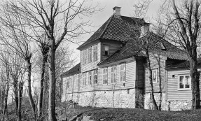 Fastings Minde med grunnmur omkring 1920. Foto: Olai S. Olsen/Marcus/UiB