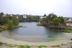 Det største steinbruddet i Mosterhamn. Nå vannfylt og omgjort til badeplass
