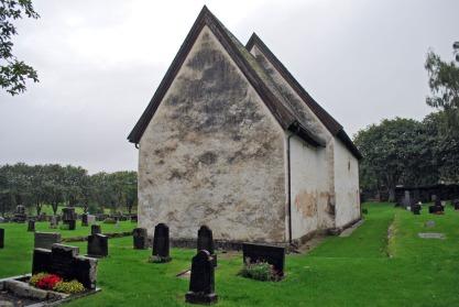 Moster gamle kirke lider i dag. Tid for bruk av den tradisjonskalken som bygde kirken?
